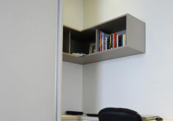 Escritório com armário